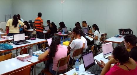 Nieuwe technologie in onderwijs slaat ook aan in Suriname