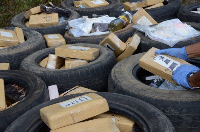 Politie Suriname publiceert foto's vernietigde drugs
