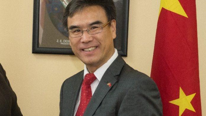 Touwtrekken om door China aan Suriname geschonken sportcentrum