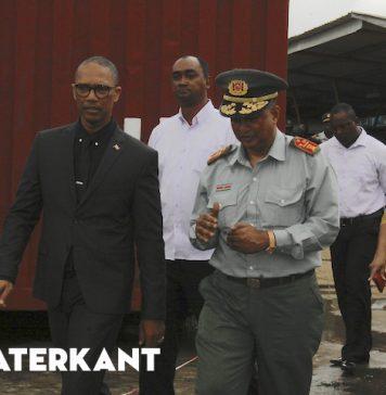 Minister Getrouw bezoekt Korps Brandweer Suriname