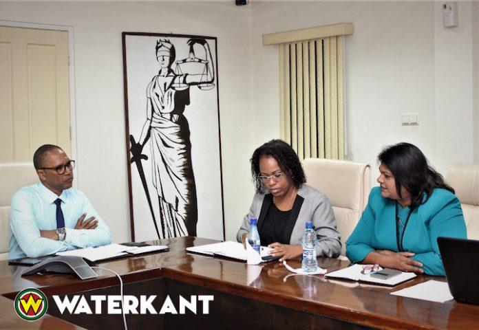 Minister bezoekt Vaste Commissie van De Nationale Assemblee in Suriname