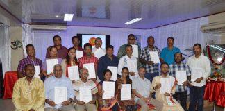 Studenten krijgen certificaat na cursus Sanskrit in Suriname