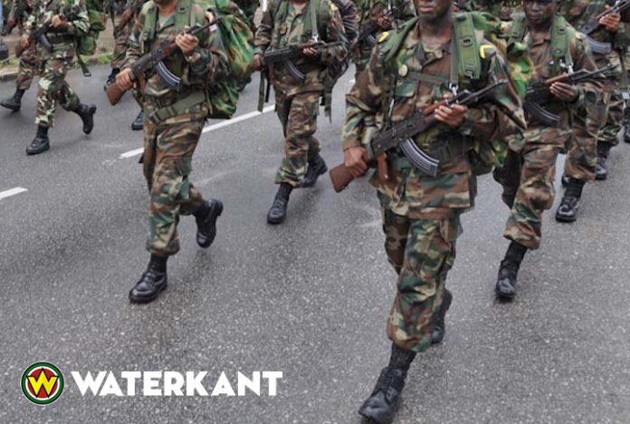 AK-47 machinegeweer uit auto beveiligingsman VP gestolen