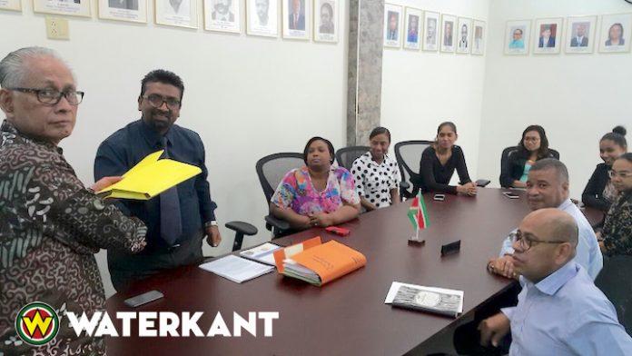 Minister neemt wetsontwerp 'Werktijdenregeling 2018' in ontvangst