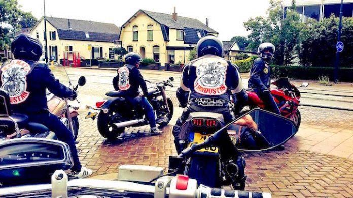Vreedzaam protest/ride out van motorclub naar vernielde hindoetempel