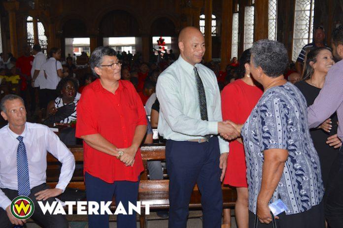 Suriname neemt afscheid van Kenneth MacDonald