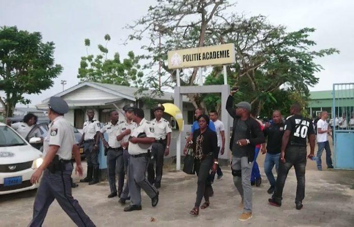 Politie in Suriname voert actie wegens onbetaalde overuren