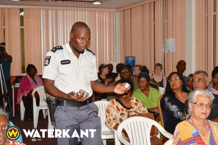 Informatieavond politie over drugsgebruik in Suriname