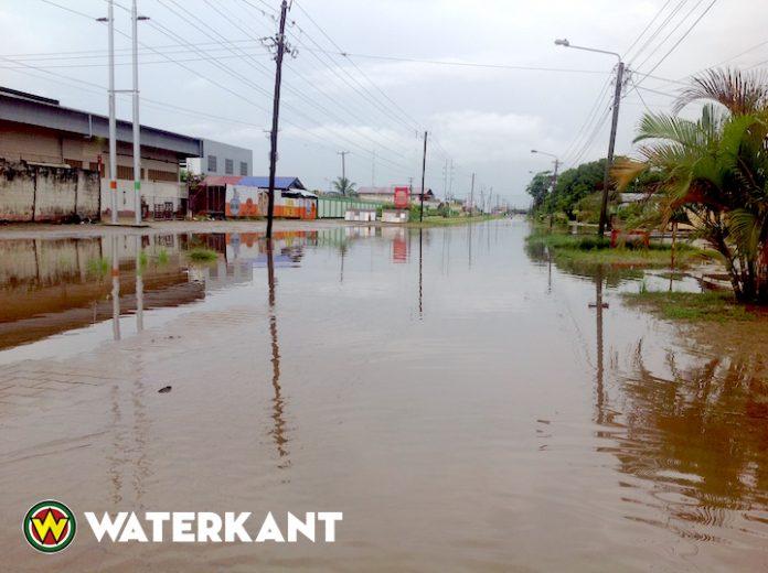 Regen en wateroverlast in Suriname duren voort