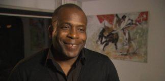 Stanley Menzo geen bondscoach van Suriname