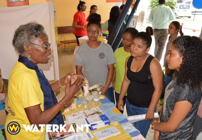 Mini Verloskunde Beurs in Suriname