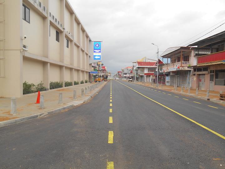 Zo ziet de vernieuwde Zwartenhovenbrugstraat in Suriname eruit