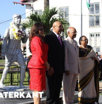 Indiase president legt kransen bij verschillende monumenten in Suriname