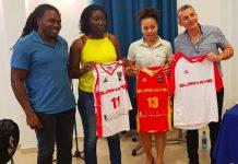 Rosebel voorziet basketballers Suriname van outfits en toebehoren