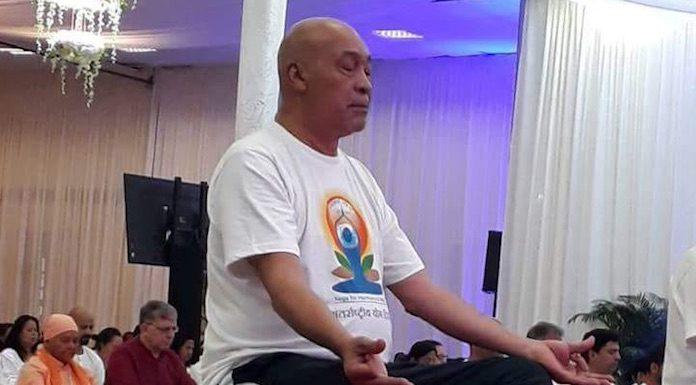 President Bouterse van Suriname overweegt om aan Yoga te gaan doen