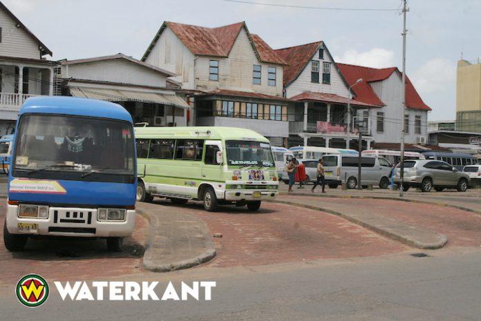 NVB-bussen en boten voeren woensdag actie in Suriname