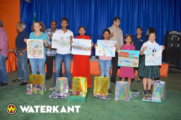 Winnaars kindertekenwedstrijd over Hindoestaanse Immigratie in Suriname