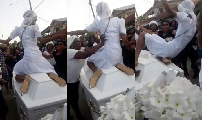 Vrouw beklimt doodskist om te dansen en wordt ervan afgeduwd