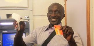 Dorpshoofden en basja's in Suriname gaan over op giraal geld