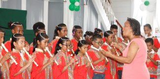 Uitreiking School Award stichting Onderwijs der Evangelische Broedergemeente Suriname