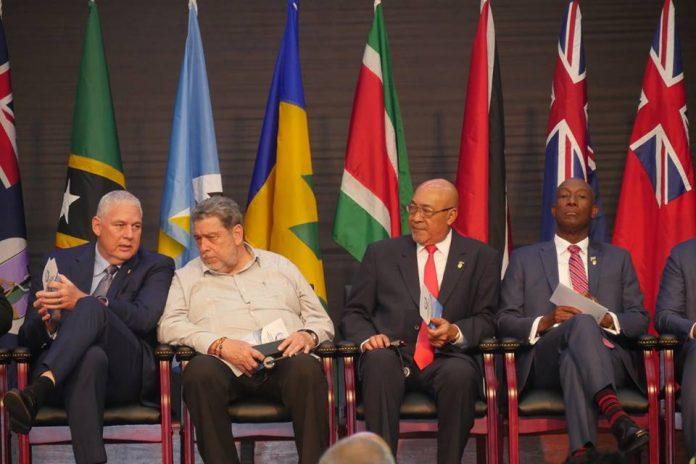 Delegatie uit Suriname in Jamaica voor vergadering Caricom