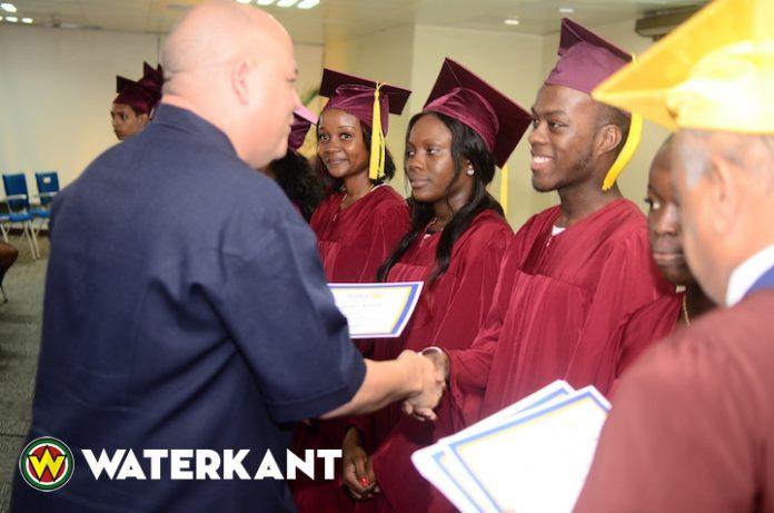 Rotary 'Student Excellence Award' voor best geslaagden in Suriname
