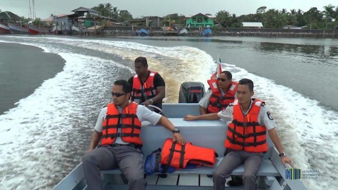 Korps Politie Suriname krijgt nieuwe boot van Staatsolie