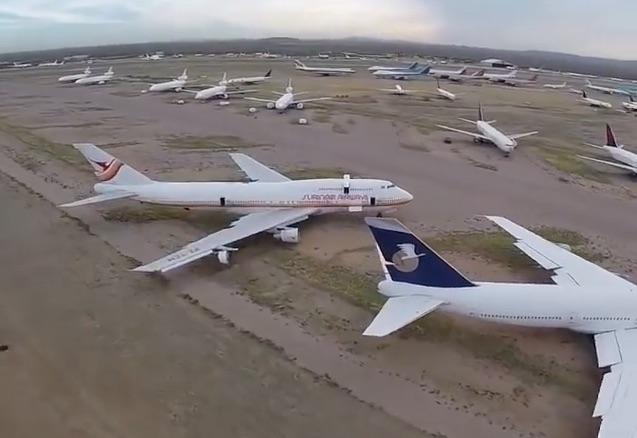 Vliegtuig uit Suriname gespot in filmpje over vliegtuigen in woestijn