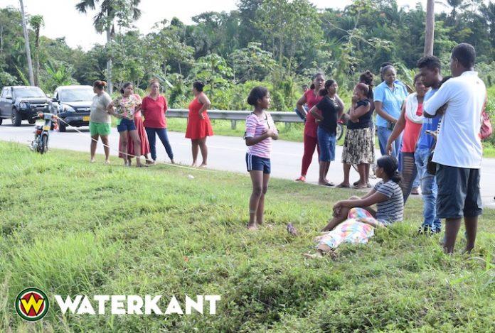 Dode nadat voetgangers van achteren werden aangereden in Suriname