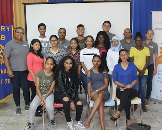 VOJ Student Excellence Award 2018 in Suriname uitgereikt