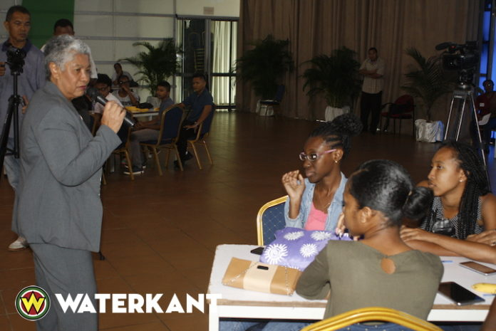 Motivatie lessen voor gezakte studenten in Suriname