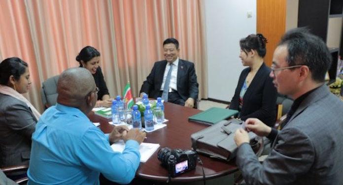 Nieuwe ambassadeur van China in Suriname bezoekt minister