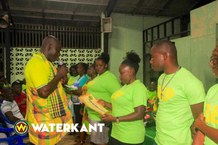 Politieke partij BEP installeert kernen in Moengo