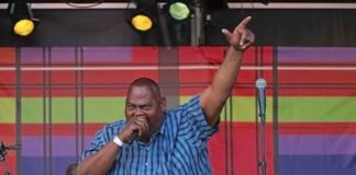 Kawina legende Ronny 'Biga' Nelom wordt in Suriname begraven