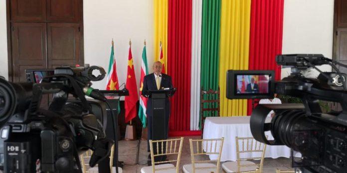 Suriname Herald blijft erbij: Bouterse met militaire ambulance naar hospitaal en dan naar Cuba