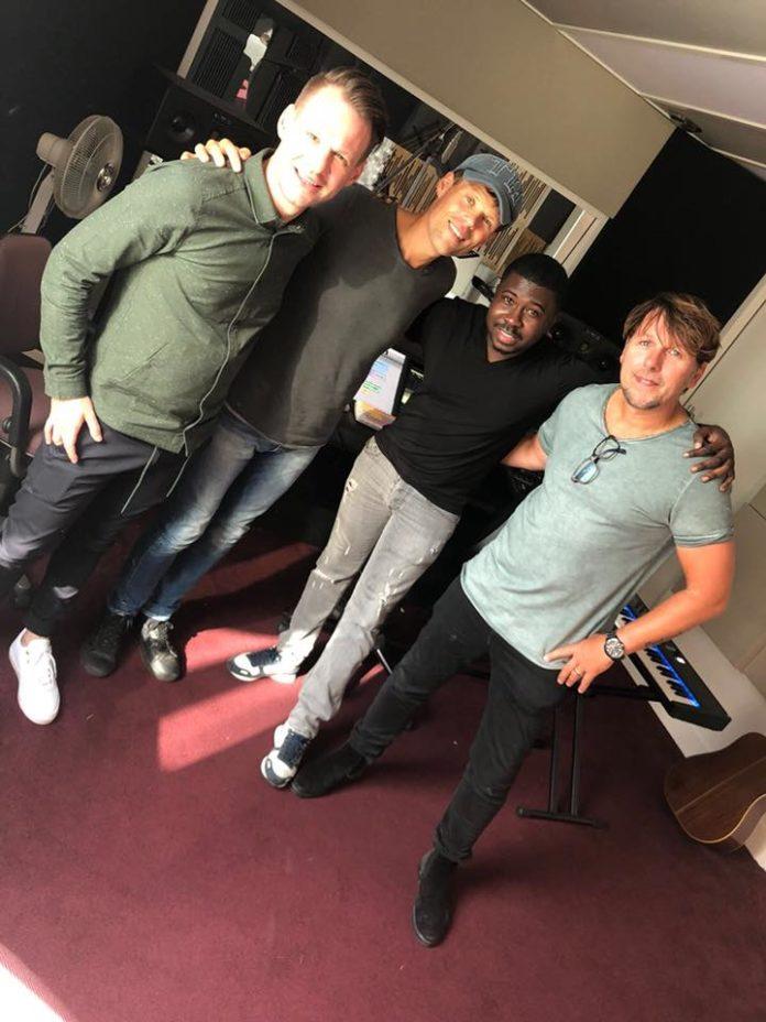 Damaru uit Suriname neemt nummer op met trio 3JS uit Volendam