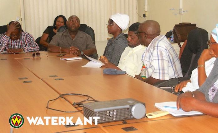Kwinti's informeren RO minister in Suriname over heengaan stamhoofd