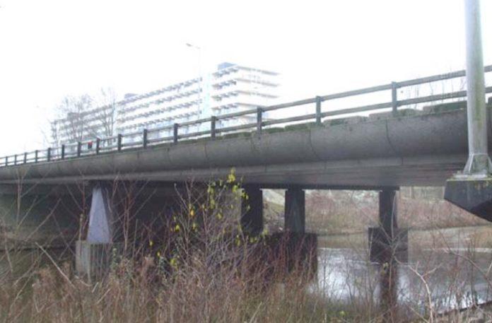 Amsterdam Zuidoost krijgt Madurobrug vernoemd naar verzetsheld