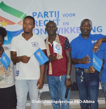 Politieke partij PRO in Suriname brengt bezoek aan Albina