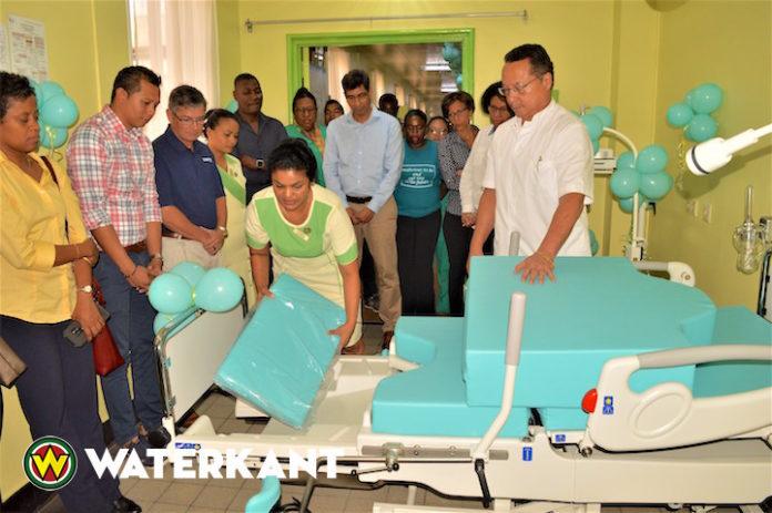 Schenking medisch apparatuur aan Sint Vincentius Ziekenhuis Suriname