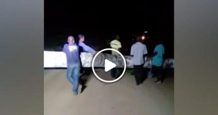 Bewoners Matawaigebied in Suriname barricaderen weg naar Poesoegroenoe