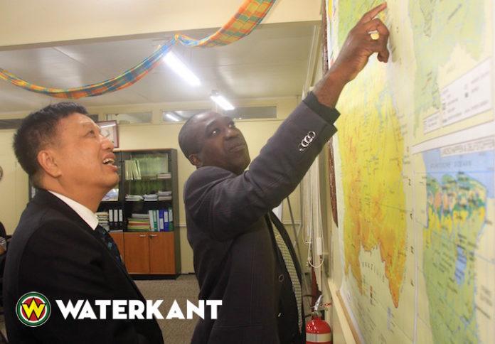 Ambassadeur China vraagt aandacht voor problemen Chinese ondernemers in binnenland Suriname