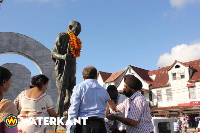 Herdenking 149ste geboortedag Mahatma Gandhi in Suriname