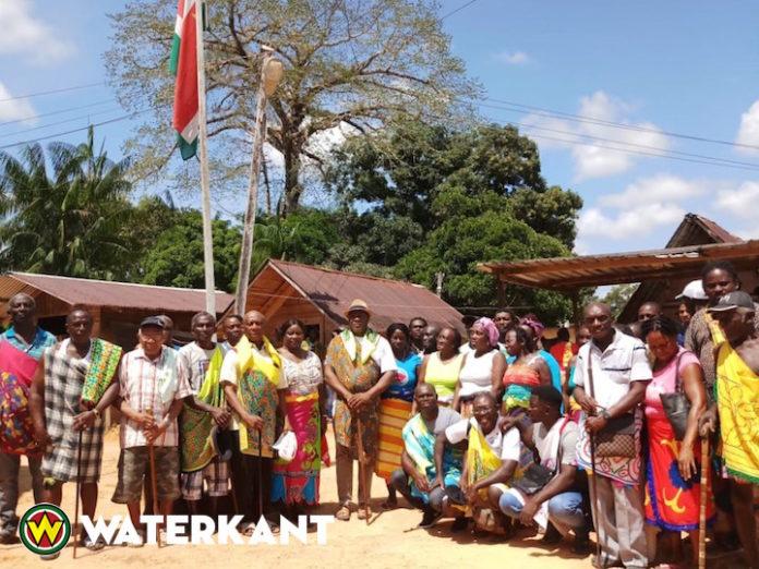 Granman Aboikoni van de Saamaka in Suriname benoemt Basja's en Kapiteins