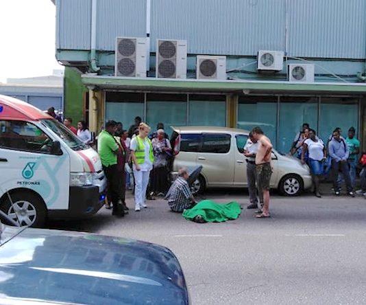 Voetganger doodgereden door truck in centrum van Paramaribo