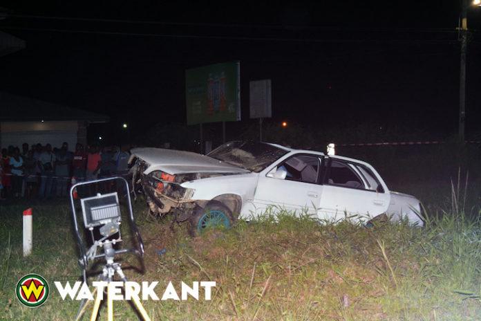 Dode en twee gewonden bij eenzijdig ongeval in Suriname
