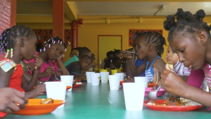 Viering 100-jarig bestaan Kinderhuis Leliëndaal in Suriname