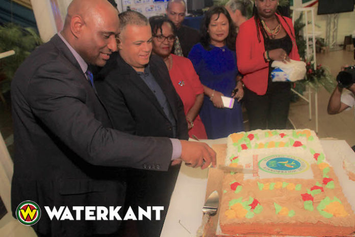 Minister van Natuurlijke Hulpbronnen in Suriname opent expo ministerie