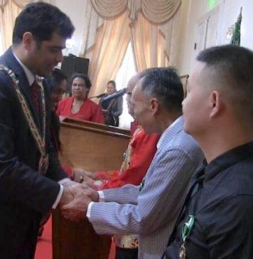 Chinese burgers gedecoreerd i.v.m. 165 jaar Chinese immigratie in Suriname