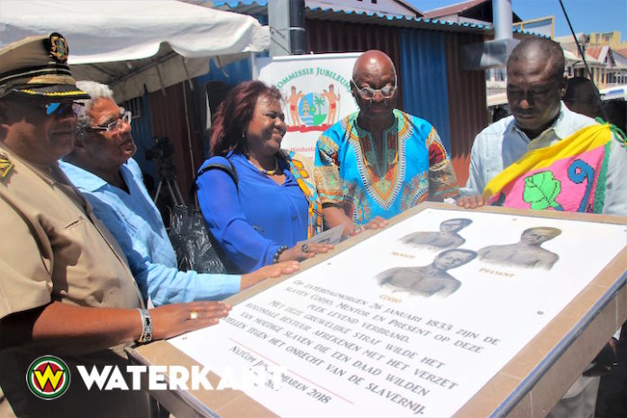 Onthulling plakkaat vanwege Dag der Marrons in Suriname